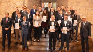 Die erfolgreichen Absolventen mit Christian Hohorst (links) und Wolfgang Hohorst (rechts) von der WAGO-Stiftung.